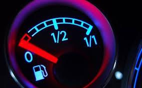 Lái xe khi gần hết nhiên liệu